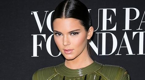 8 cach lam moi cho toc ngoi giua cua Kendall Jenner hinh anh