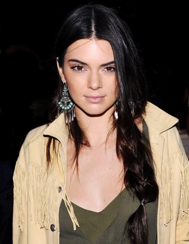 8 cach lam moi cho toc ngoi giua cua Kendall Jenner hinh anh 2