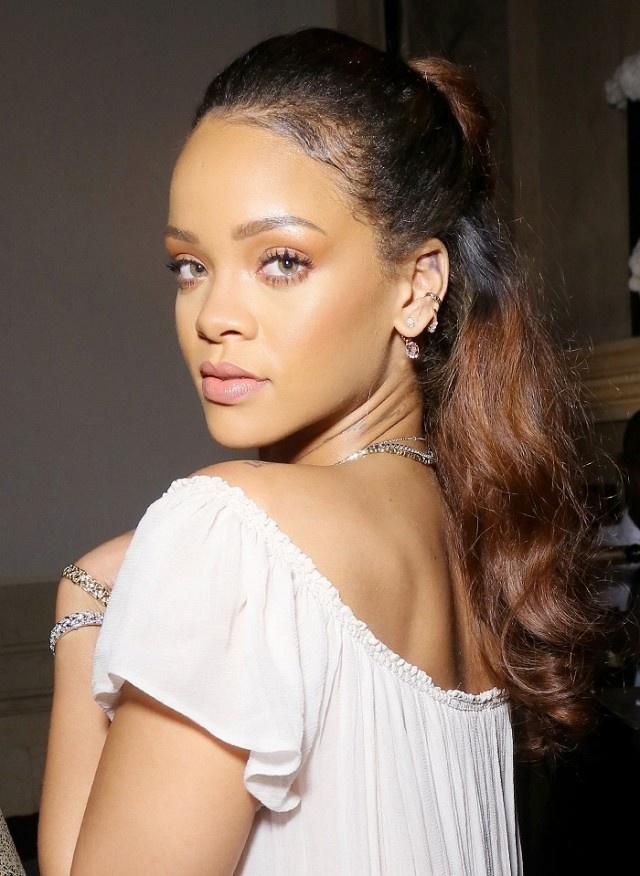 14 guong mat trang diem duoc ca ngoi dep nhat 2015 hinh anh 2 Rihanna