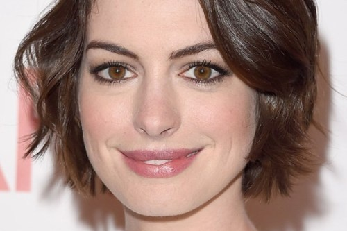 Cach trang diem mau nude dep nhu Anne Hathaway hinh anh