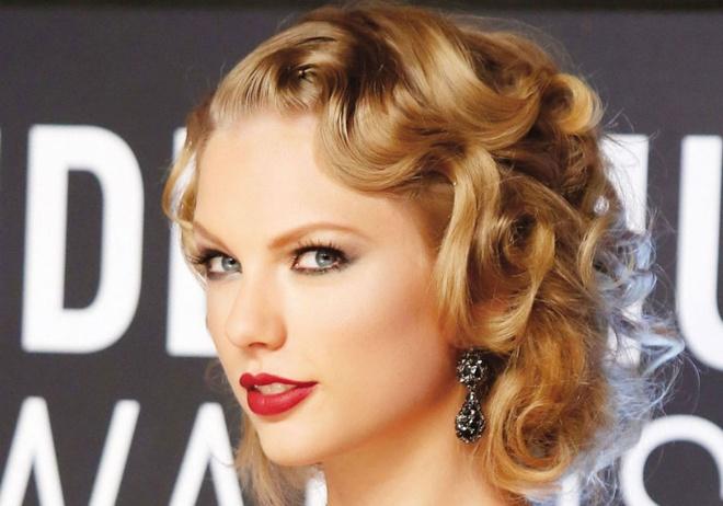 3 phong cach trang diem dac trung cua Taylor Swift hinh anh 4