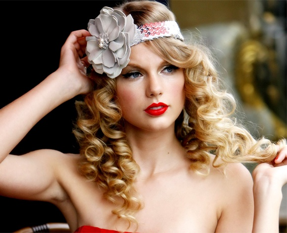 3 phong cach trang diem dac trung cua Taylor Swift hinh anh 6