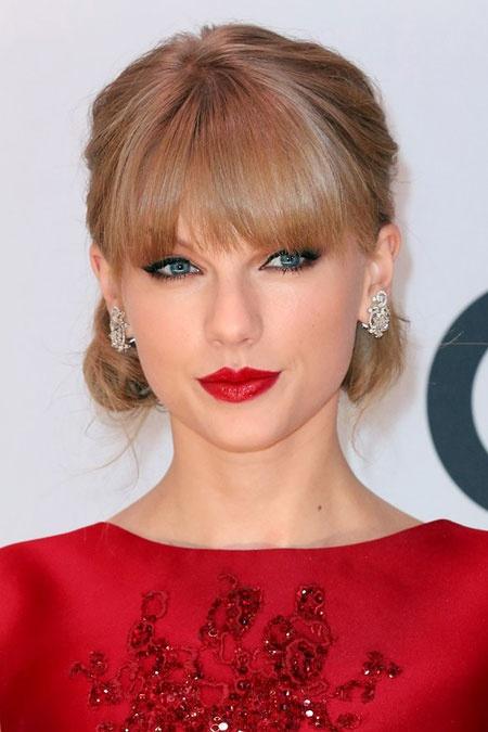 3 phong cach trang diem dac trung cua Taylor Swift hinh anh 7