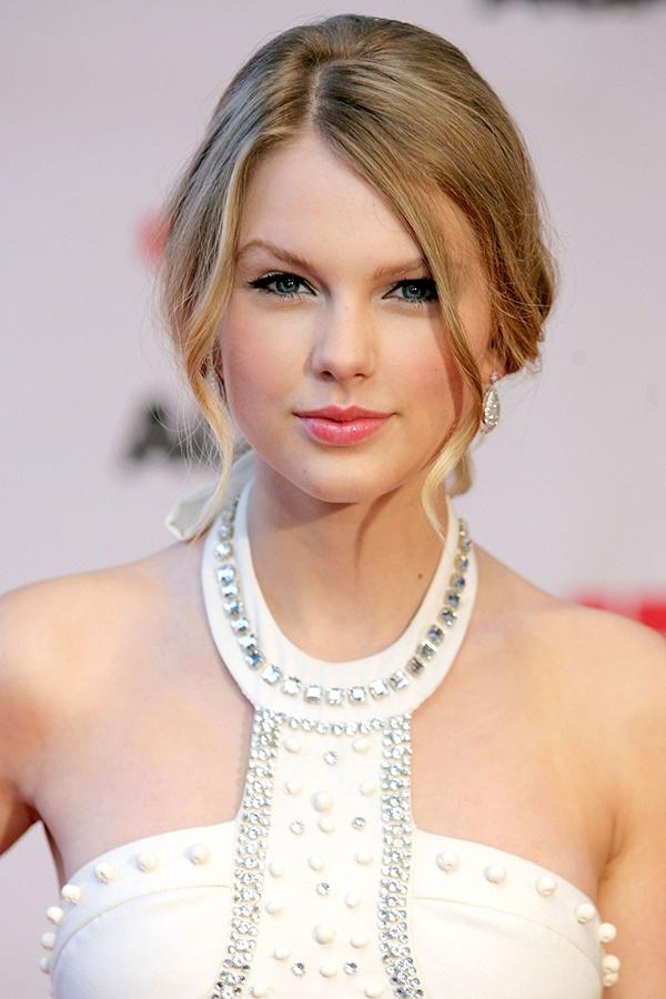 Nhung kieu toc xoan theo nam thang cua Taylor Swift hinh anh 6