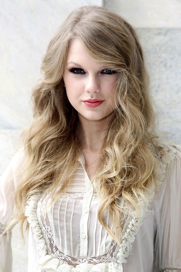 Nhung kieu toc xoan theo nam thang cua Taylor Swift hinh anh 7