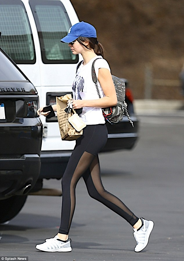 Mac legging sanh dieu nhu Kendall Jenner hinh anh 3