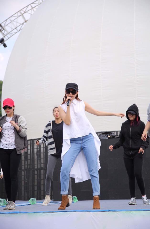 Minh Hang me dam cac kieu quan jeans ca tinh hinh anh 4