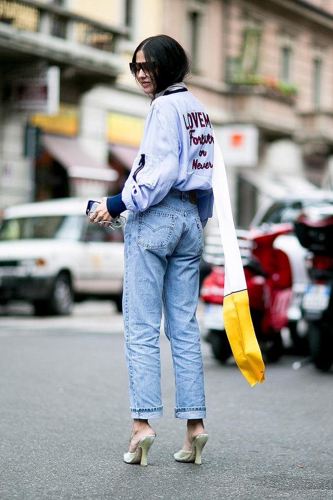 Phoi quan jeans cap cao theo phong cach thap nien 1970 hinh anh 4