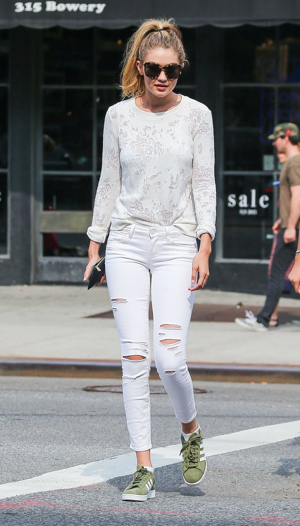 Gigi Hadid goi y cach mix do voi sneakers hinh anh 15