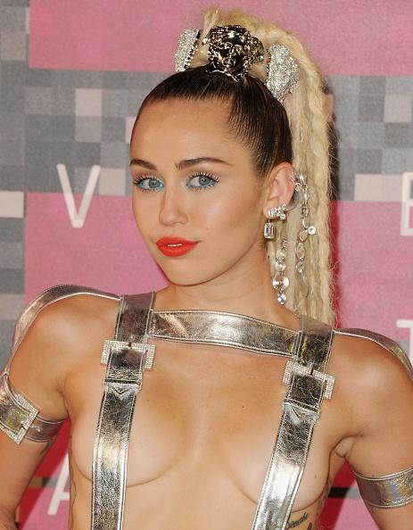 Nhung kieu toc cua Miley Cyrus theo thoi gian hinh anh 10