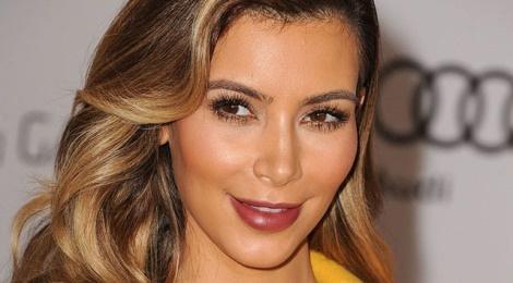 Bi quyet trang diem dang hoc hoi tu Kim Kardashian hinh anh
