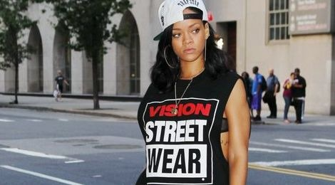 Rihanna dien do the thao cuc chat hinh anh