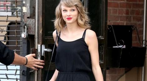 Dien ao lien quan goi cam nhu Taylor Swift hinh anh