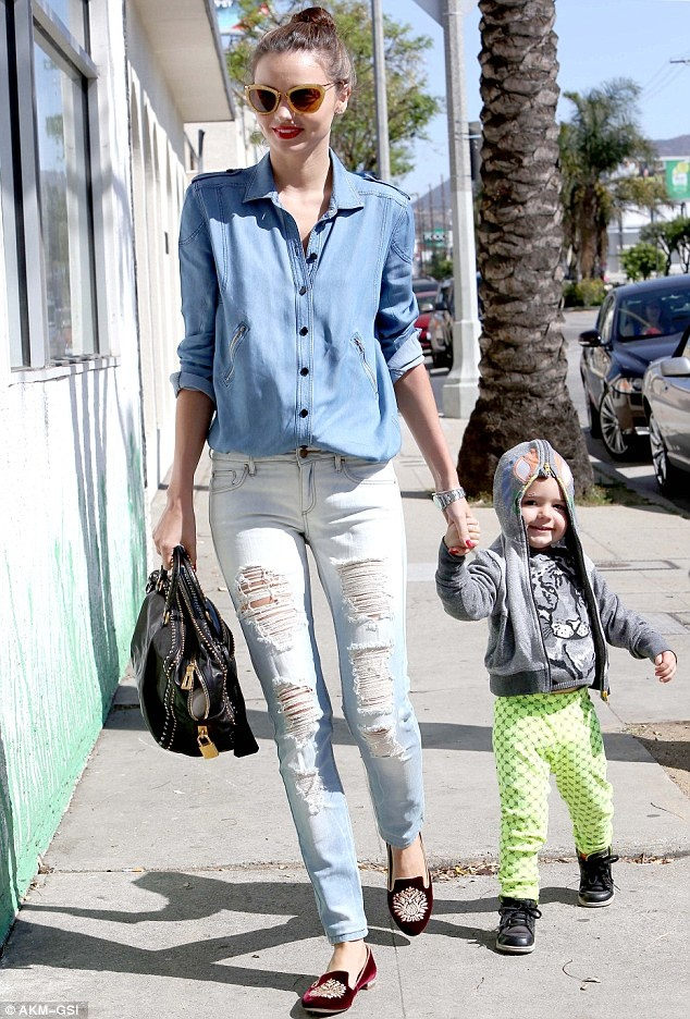 Street style yeu thich cua Miranda Kerr hinh anh 4