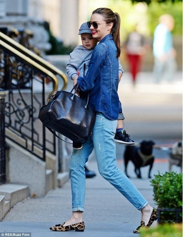 Street style yeu thich cua Miranda Kerr hinh anh 7
