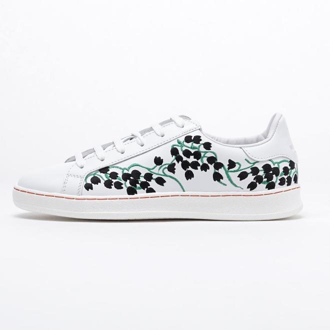 Olivia Palermo phai long sneaker hoa tiet ca tinh hinh anh 7