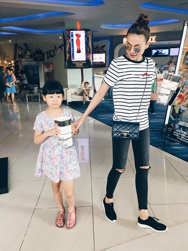 Thanh Hang mix sneaker kheo leo the nao? hinh anh 5