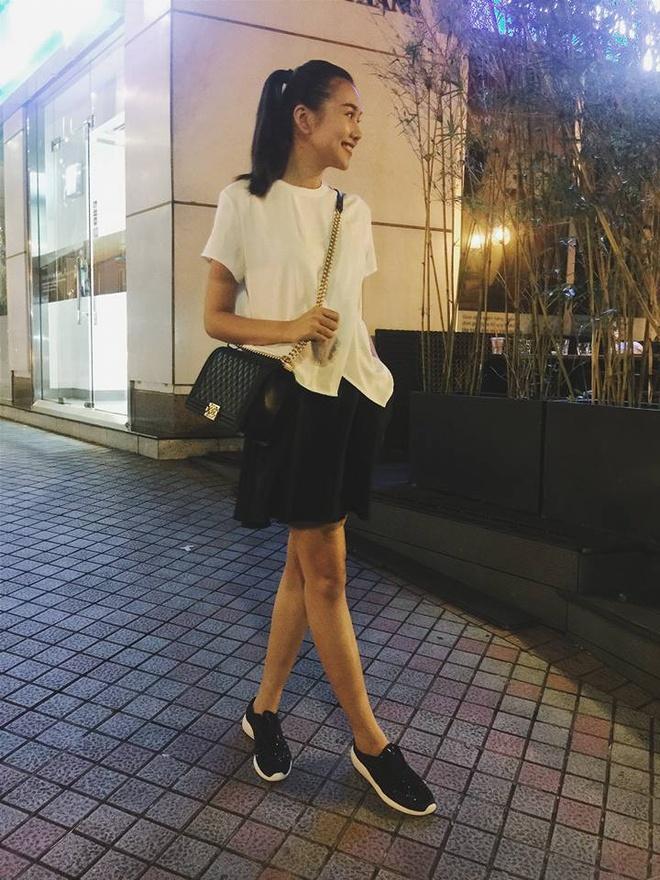 Thanh Hang mix sneaker kheo leo the nao? hinh anh 7