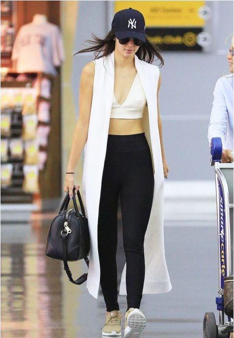 Muon kieu khoe ao nguc goi cam cua Kendall Jenner hinh anh 12