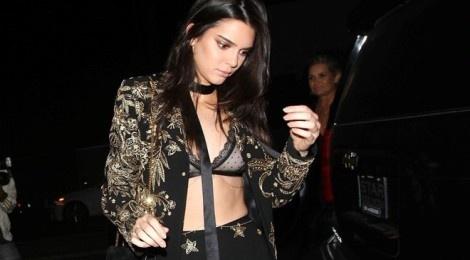 Muon kieu khoe ao nguc goi cam cua Kendall Jenner hinh anh