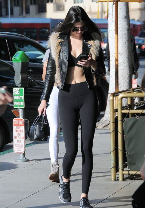 Muon kieu khoe ao nguc goi cam cua Kendall Jenner hinh anh 11