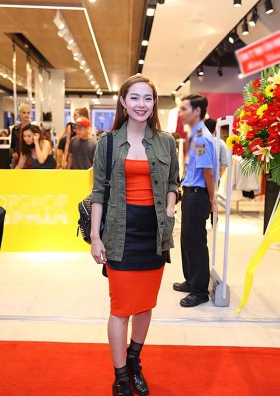 Nhung lan Minh Hang lot top mac xau hinh anh 6