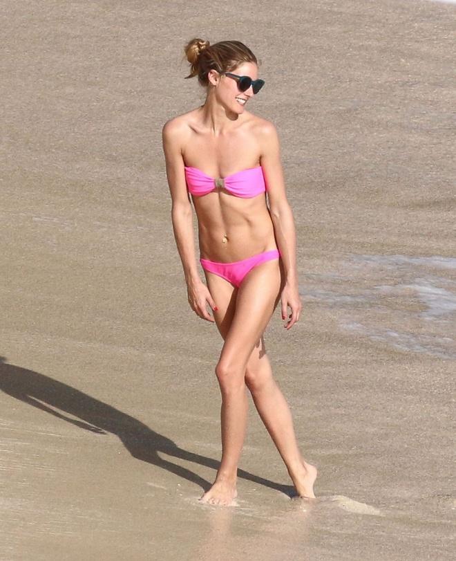 Olivia Palermo van tu tin dien bikini du vong 1 khiem ton hinh anh 2