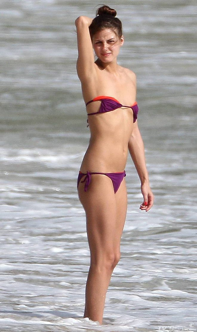 Olivia Palermo van tu tin dien bikini du vong 1 khiem ton hinh anh 4