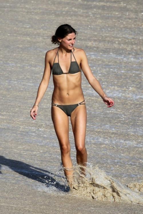 Olivia Palermo van tu tin dien bikini du vong 1 khiem ton hinh anh 7