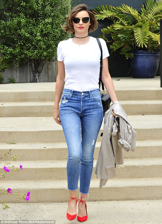 Miranda Kerr mix ao thun trang anh 4