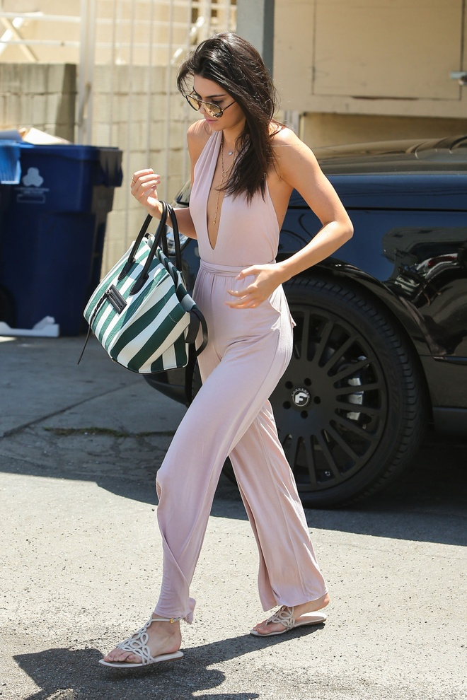 Bo suu tap jumpsuit an tuong cua Kendall Jenner hinh anh 8