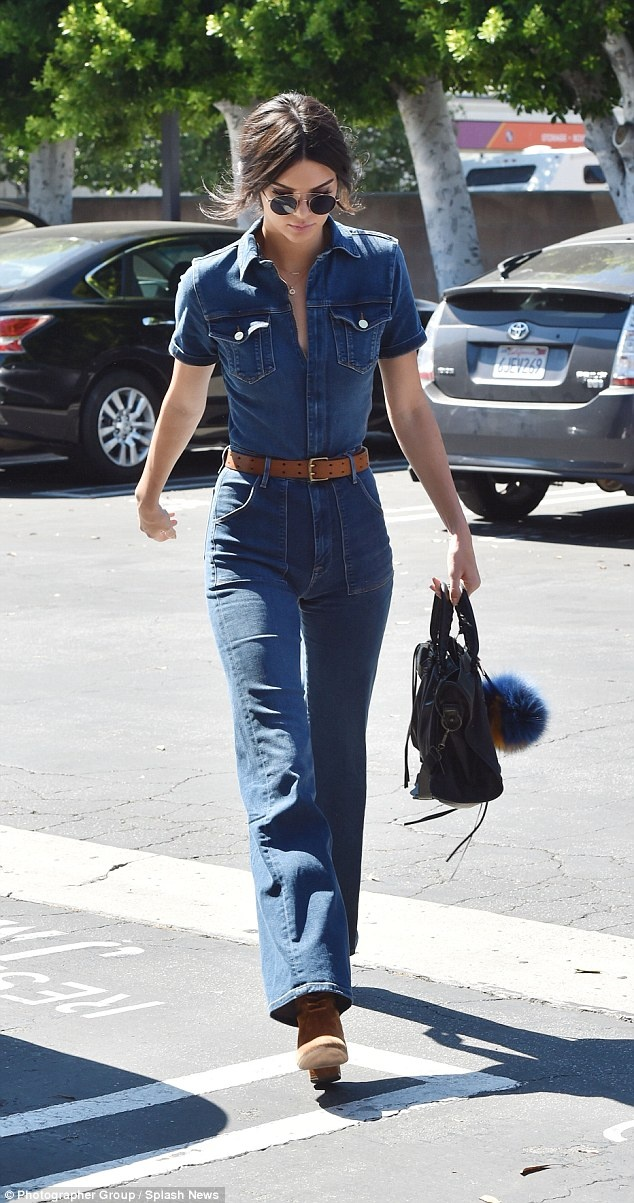 Bo suu tap jumpsuit an tuong cua Kendall Jenner hinh anh 13