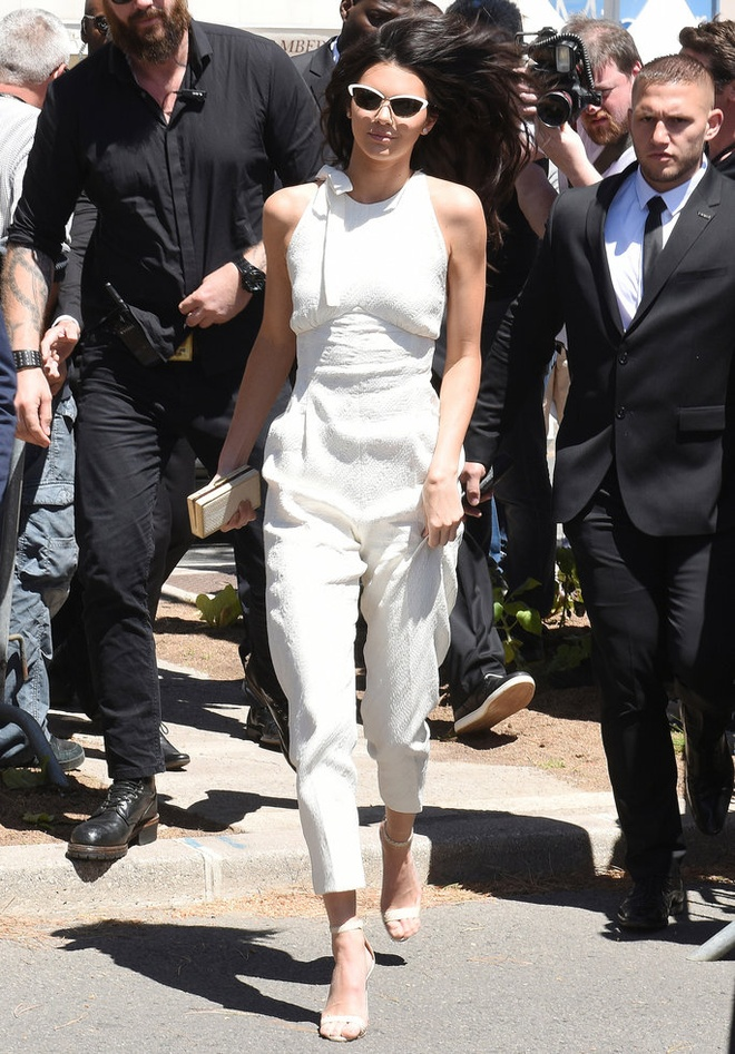 Bo suu tap jumpsuit an tuong cua Kendall Jenner hinh anh 1