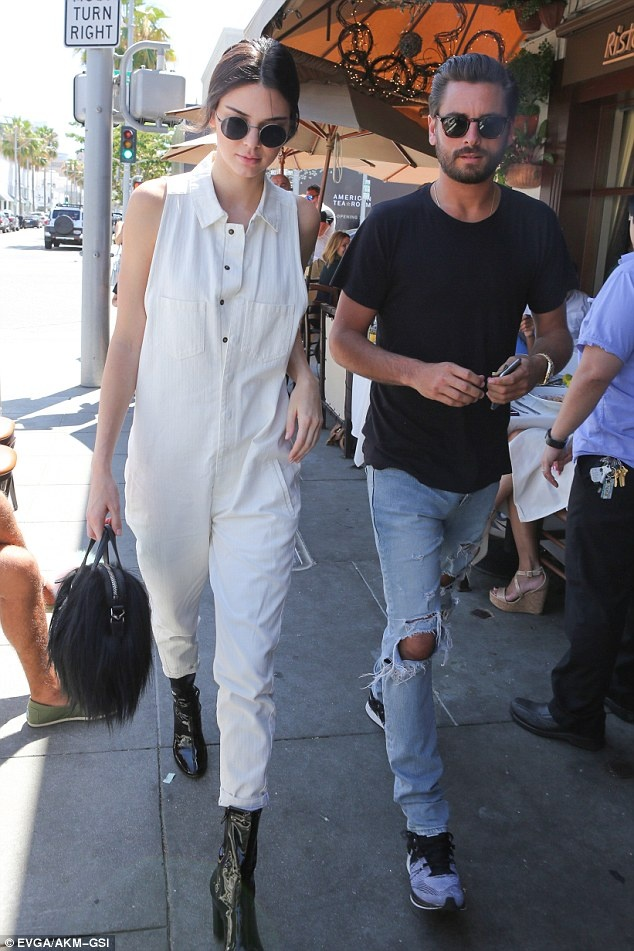 Bo suu tap jumpsuit an tuong cua Kendall Jenner hinh anh 3