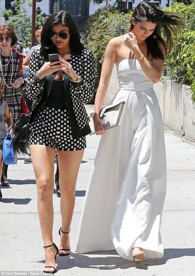 Bo suu tap jumpsuit an tuong cua Kendall Jenner hinh anh 5
