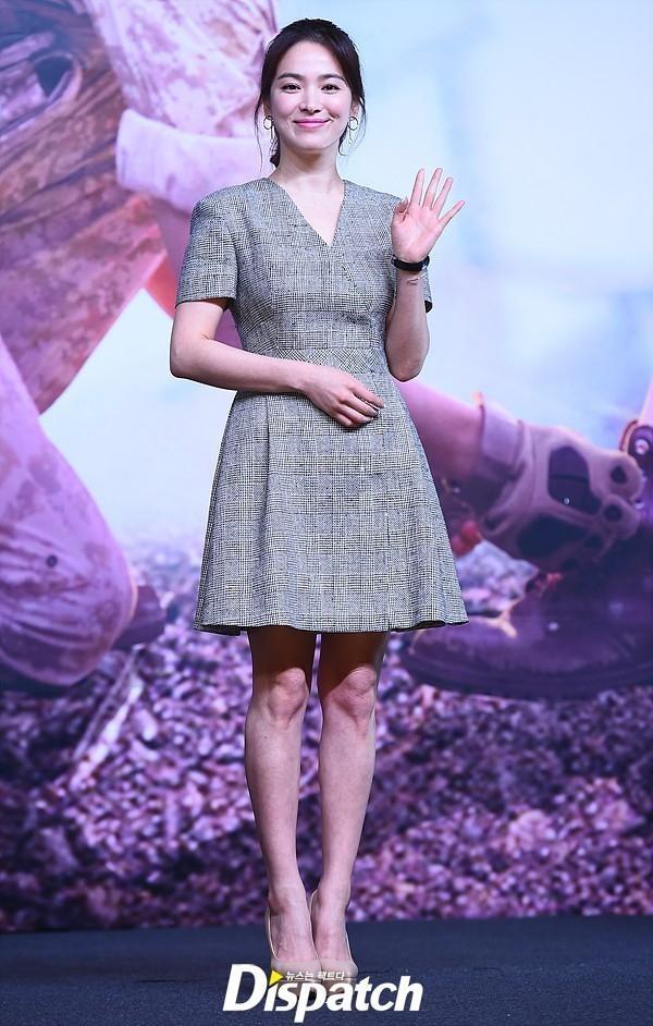 Bi quyet mix do giau doi chan ngan cua Song Hye Kyo hinh anh 2