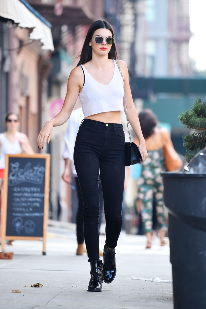 Street style khoe eo thon cua Kendall Jenner trong thang 7 hinh anh 5