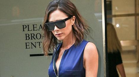 Doi sandals quen thuoc giup ton dang Victoria Beckham hinh anh