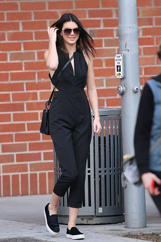 Thoi trang dao pho voi jumpsuit cua Kendall Jenner hinh anh 4