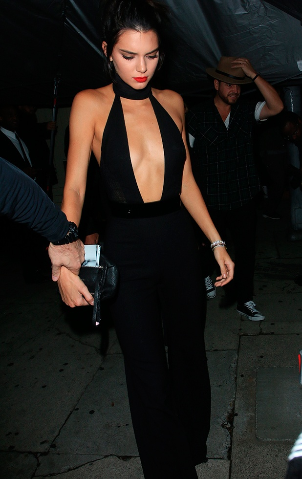 Thoi trang dao pho voi jumpsuit cua Kendall Jenner hinh anh 8