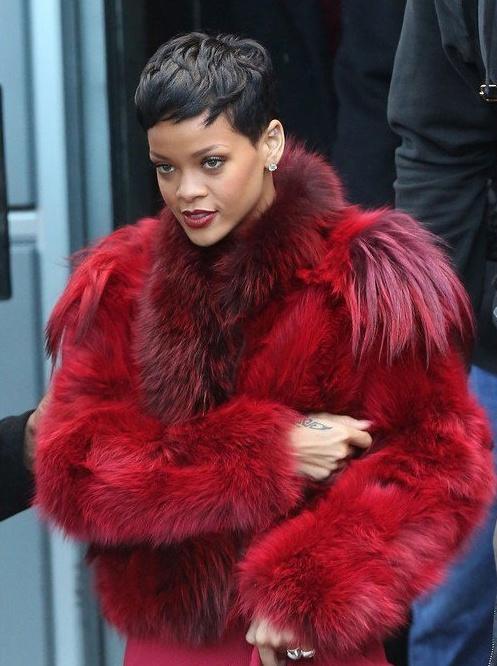 So thich mac ao long bat ke dong he cua Rihanna hinh anh 15
