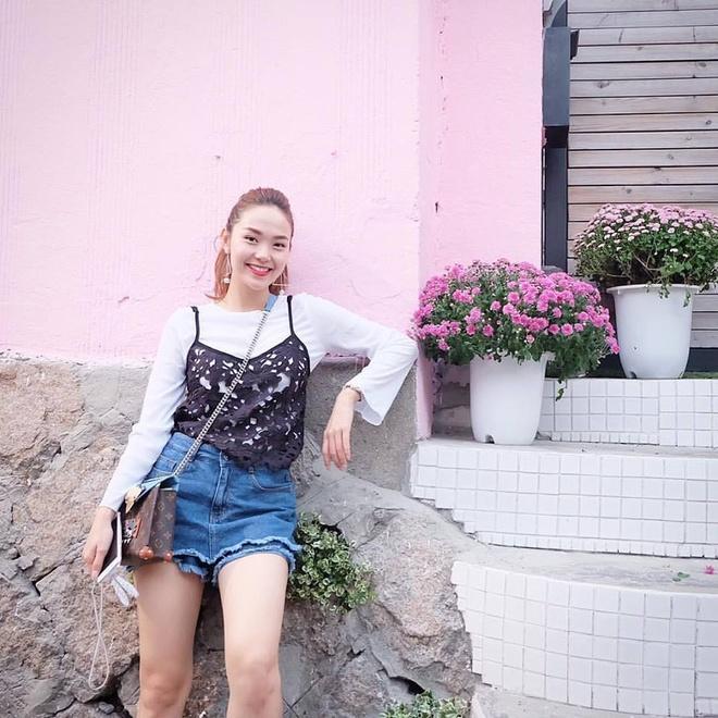 Cach mac ao 2 day kin dao cua Minh Hang hinh anh 1