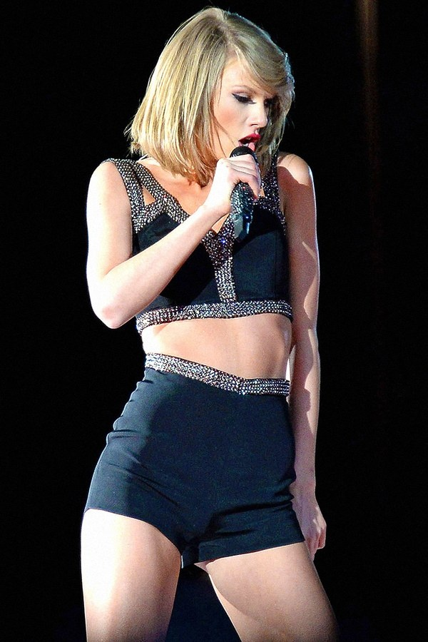 Taylor Swift lien tiep mat diem vi trang phuc hinh anh 8