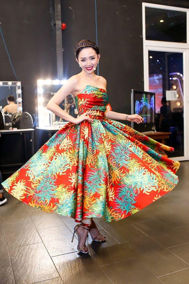 Toc Tien xinh tuoi voi trang phuc hoa tiet hoa hinh anh 5