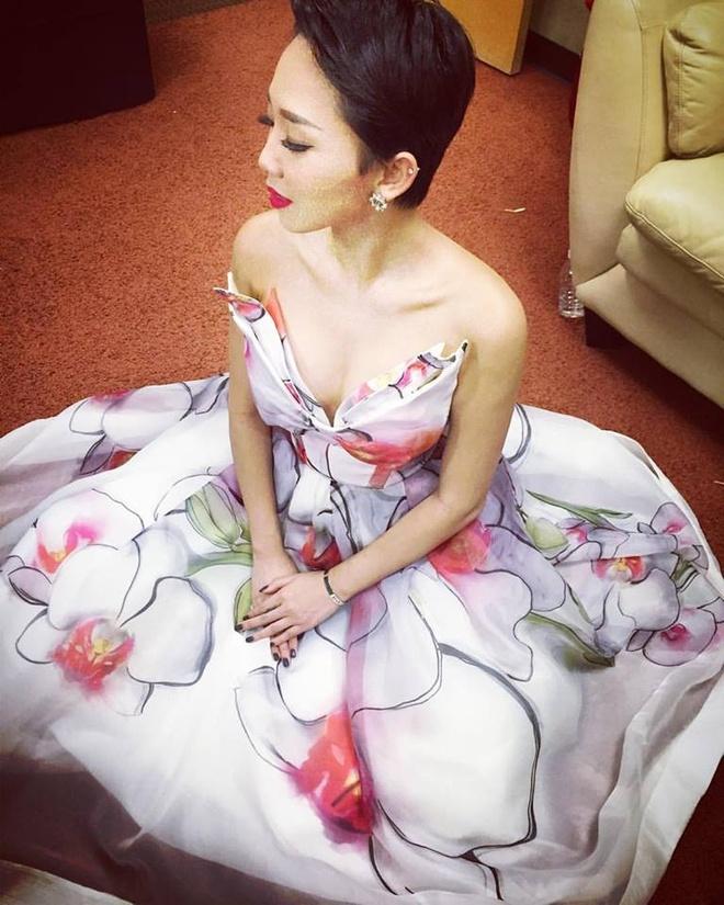 Toc Tien xinh tuoi voi trang phuc hoa tiet hoa hinh anh 7