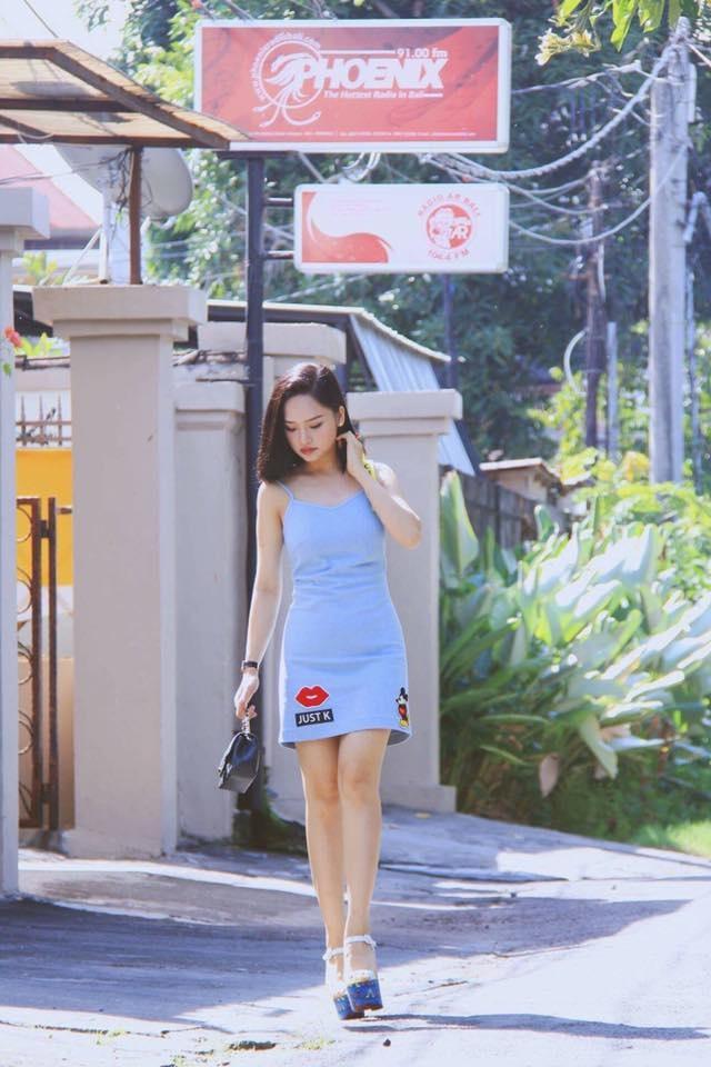 Sao Viet phai long vay ao hoa tiet theu hinh anh 11