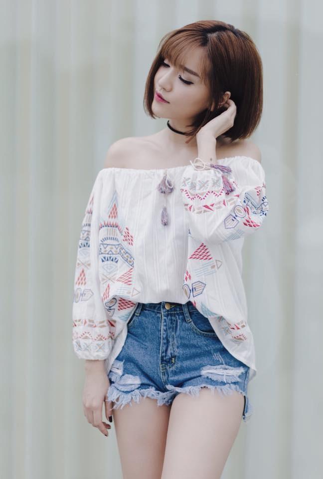 Sao Viet phai long vay ao hoa tiet theu hinh anh 4
