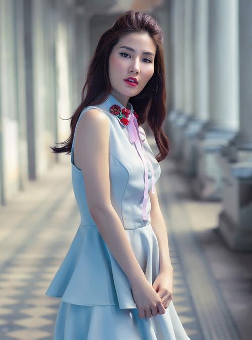 Sao Viet phai long vay ao hoa tiet theu hinh anh 9
