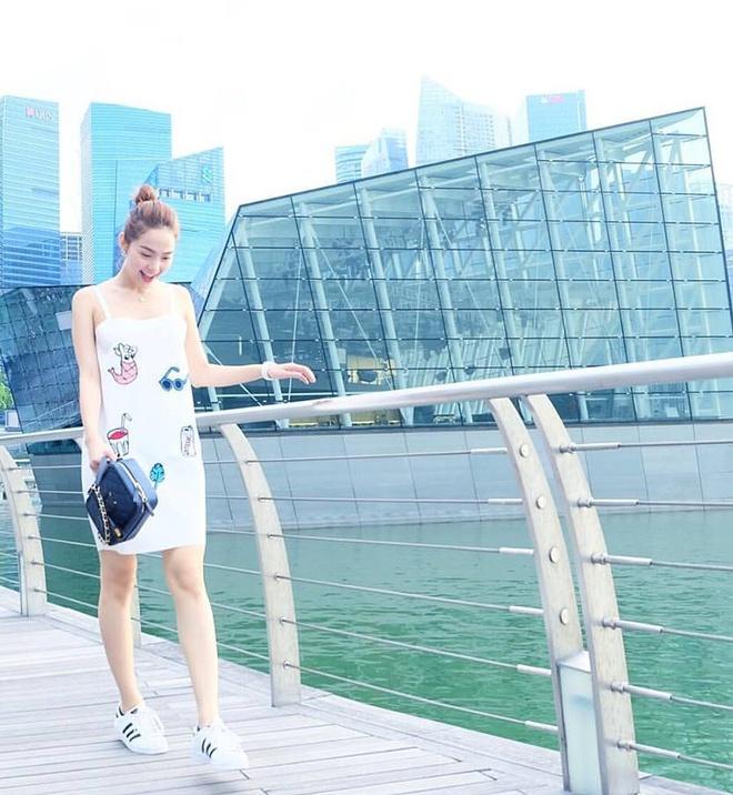 Minh Hang an gian tuoi voi vay ao dinh sticker hinh anh 4