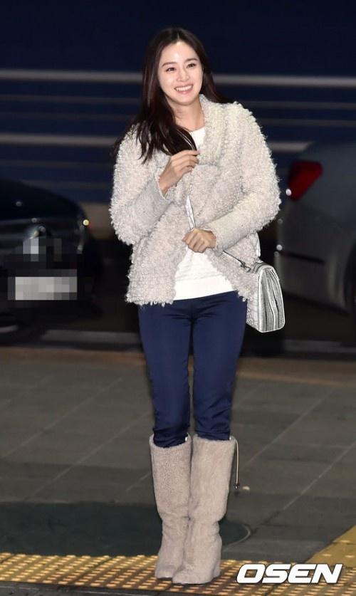 Phong cach thoi trang tre trung cua Kim Tae Hee hinh anh 4